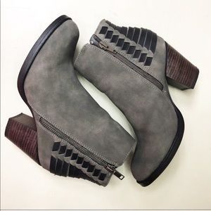 Sugar Gray Black Ankle Boots Size 6